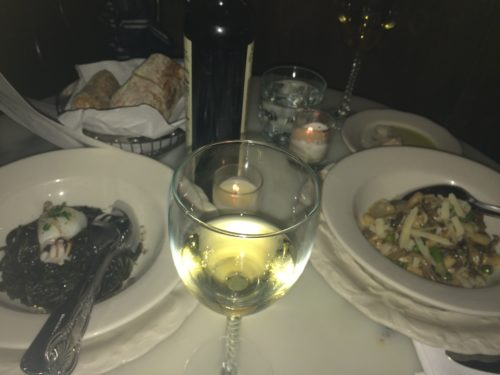NYローワーイーストサイドにあるレストラン、バカロのイカ墨パスタとニョッキ?