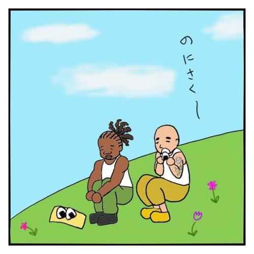 白いタンクトップを着た外国人男性が、野原で平和におにぎりを食べている絵