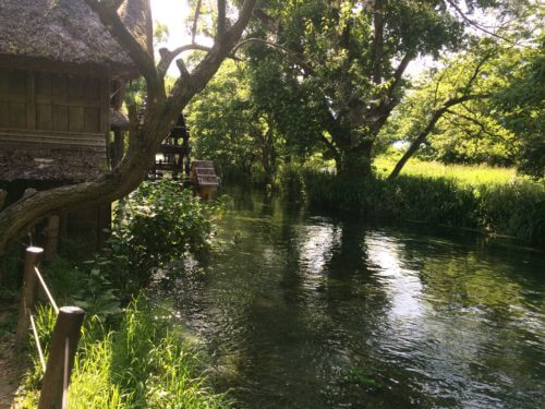 大王わさび農場横の蓼川と、黒澤明監督の映画「夢」で使われた水車