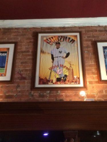 レストランLa Casa Del Mofongoに飾ってある松井秀喜選手のポートレート写真。GODZILLAと書いてある