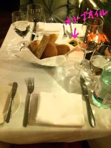 ニューヨークのベンジャミンステーキハウスの最初に出てきたパンとオリーブオイル