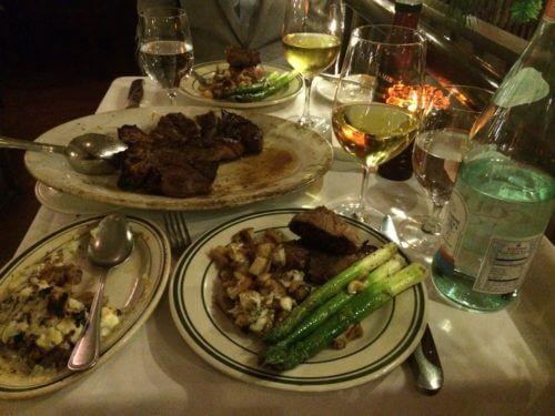 ニューヨークのベンジャミンステーキハウスの2人用Tボーンステーキ