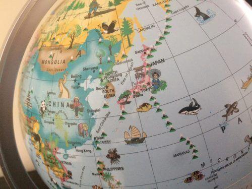 リプルーグル社の子供用地球儀Globe 4 kidsの電灯を消した写真