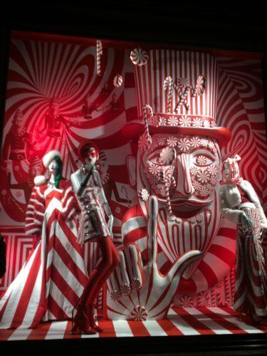 ニューヨーク5番街にある、バーグドルフ・グッドマンの紅白飴のクリスマスイルミネーション