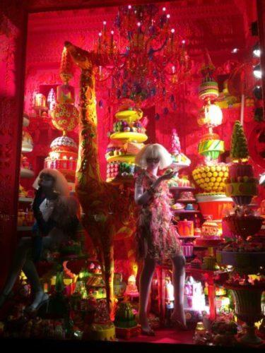 ニューヨーク5番街にある、バーグドルフ・グッドマンのカラフルお菓子屋さんなクリスマスイルミネーション