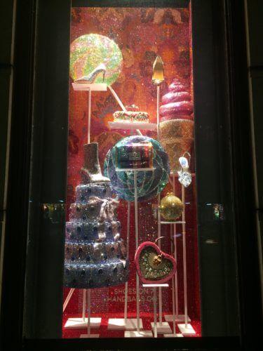 ニューヨーク5番街にある、バーグドルフ・グッドマンの隙間無いギラギラのクリスマスイルミネーション