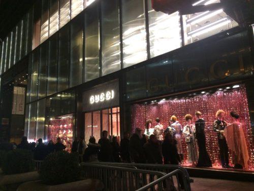 ニューヨーク5番街のグッチのクリスマス・ディスプレイの写真