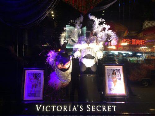 ニューヨーク5番街のヴィクトリアシークレットに飾られていたエンジェルの衣装2