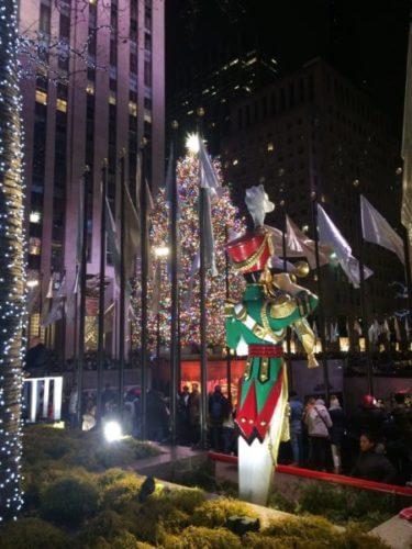 ニューヨーク・マンハッタンのロックフェラーセンターのクリスマスツリー