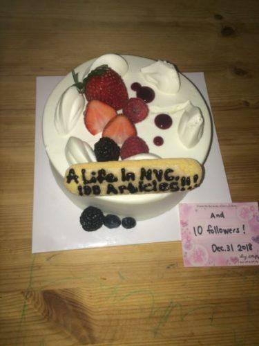 ブログ「ニューヨークのイェイちゃん」100記事達成とフォロワー10人達成おめでとうケーキ