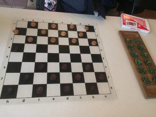セントラルパークのチェス&チェッカーズのチェッカーボード