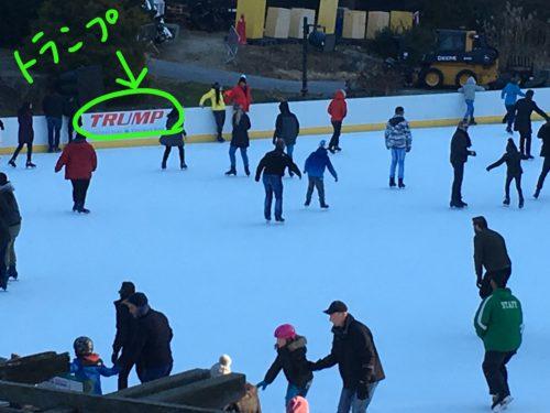 セントラルパークのウルマンリンクでスケートを滑る人達