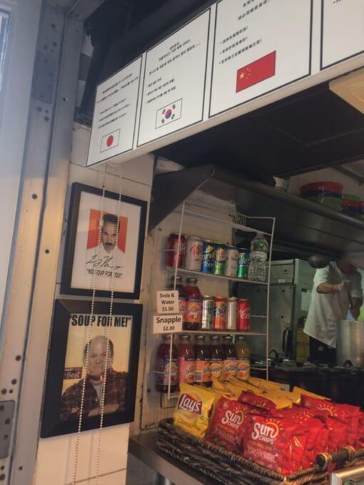 オリジナルスープマン店頭にある有名人っぽい写真